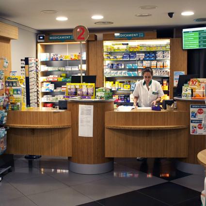 Mostrador de farmacia y parafarmacia